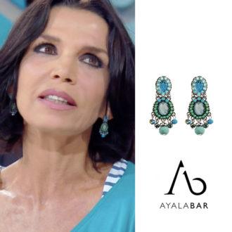 Maria Cuffaro indossa orecchini Ayala Bar