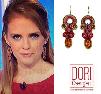 Francesca Romana Elisei indossa splendidamente gli orecchini Dori Csengeri